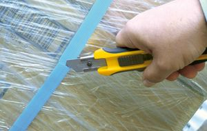 Safety checks when cutting bundle strapping